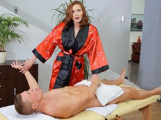 My Sex Adventure with a Hot Massage Salon Girl